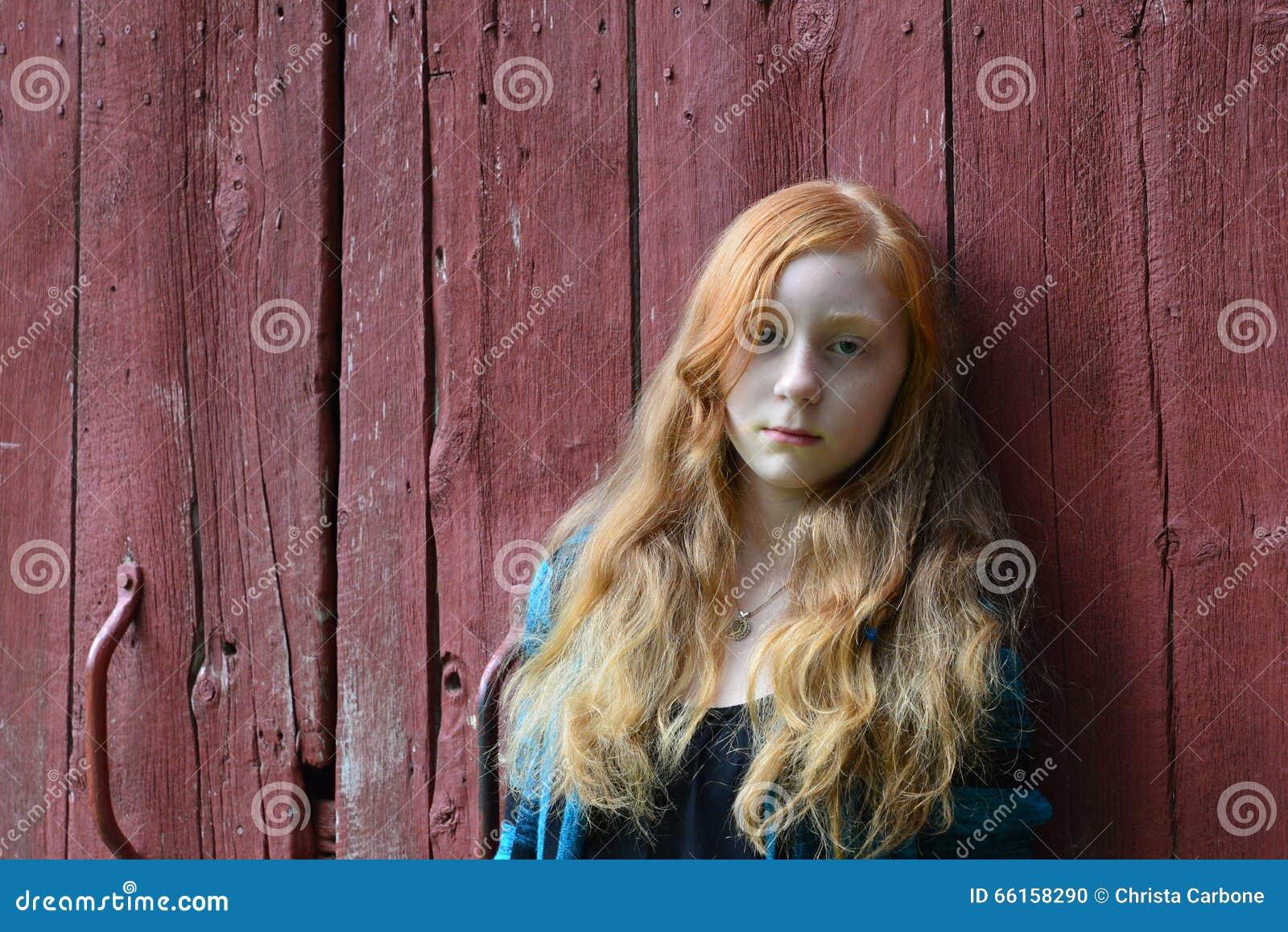 Rehhead teens in barn