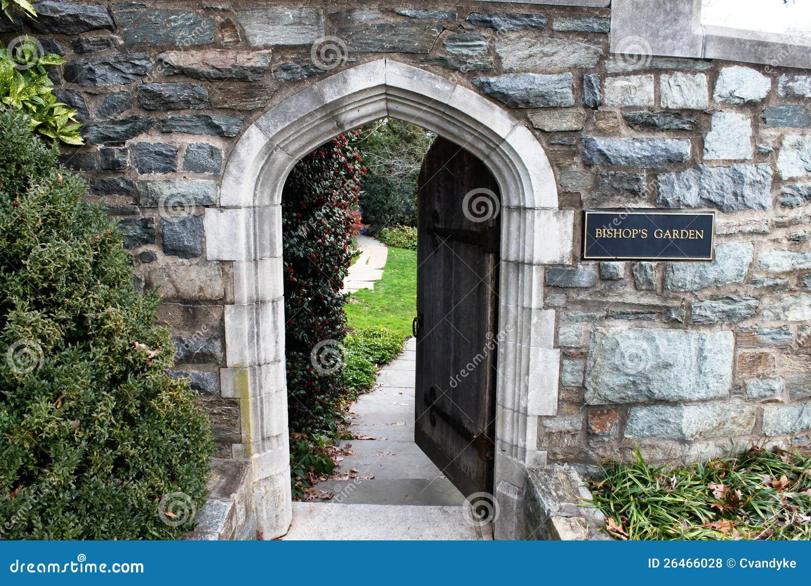 Twelfth century norman stone arch entrance stock photo image 26466028 - Entradas de piedra natural ...