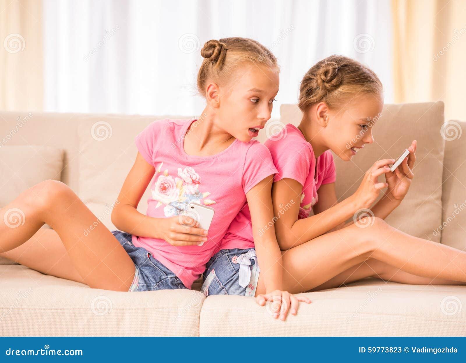 Смотреть порно учатся сексу брат с сестрой, У брата и сестры одна комната на двоих - видео ролик 25 фотография