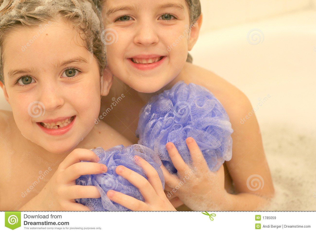 twins in the bath royalty free stock images image 1785059. Black Bedroom Furniture Sets. Home Design Ideas