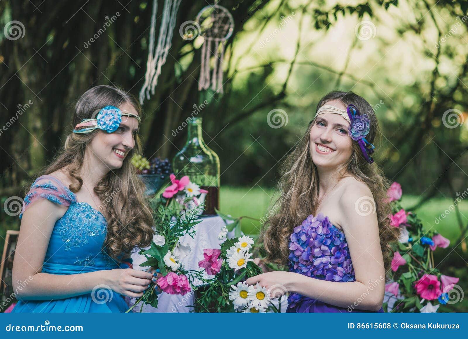 jpg free Lesbian twins