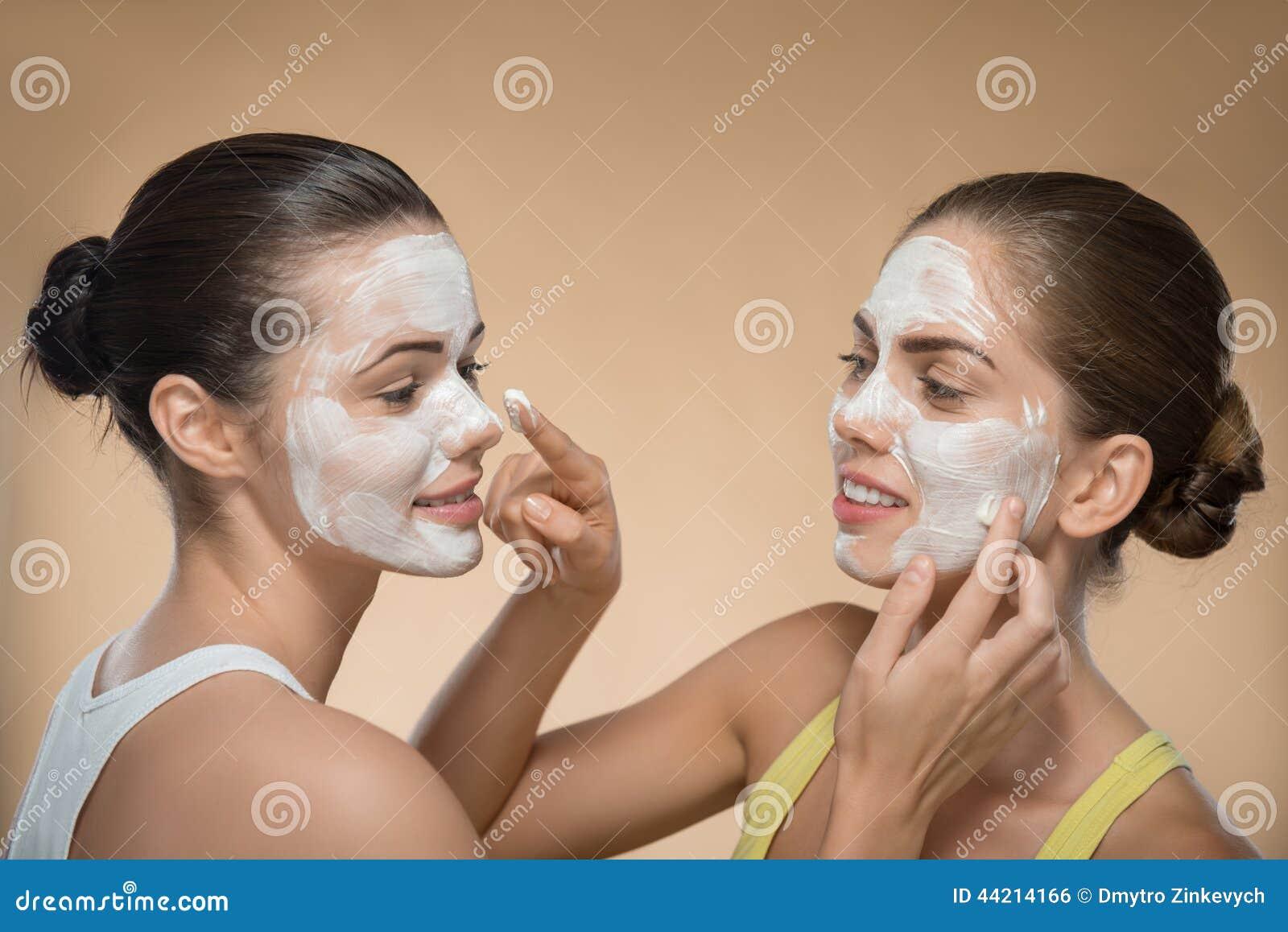2 girls facial