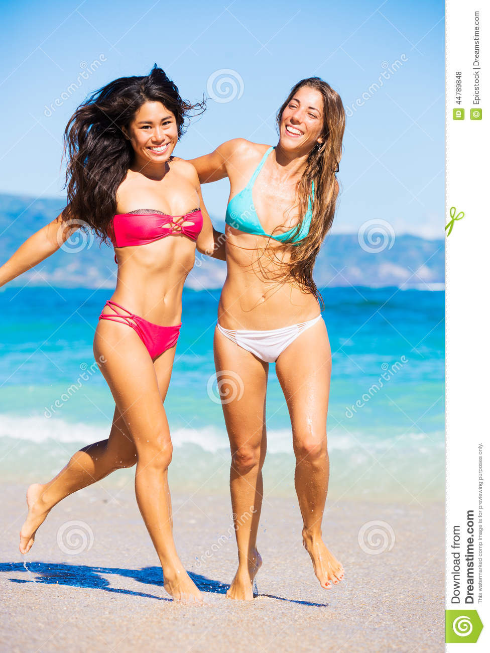 Beach Young girls on the