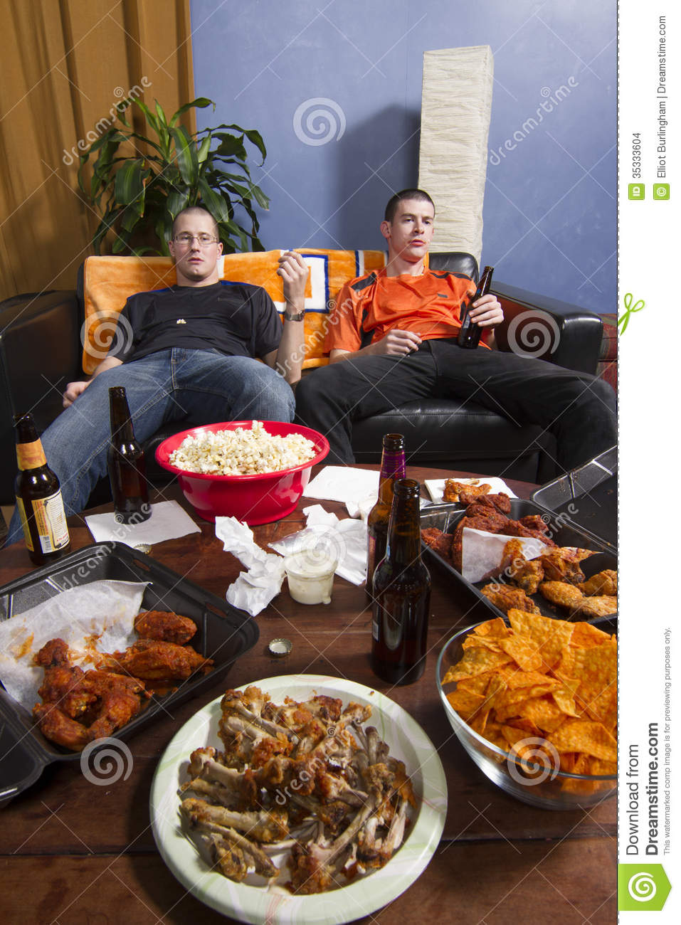 Two bored men watching sports game on tv vertical stock photo image 35333604 - Cuisine soort ...