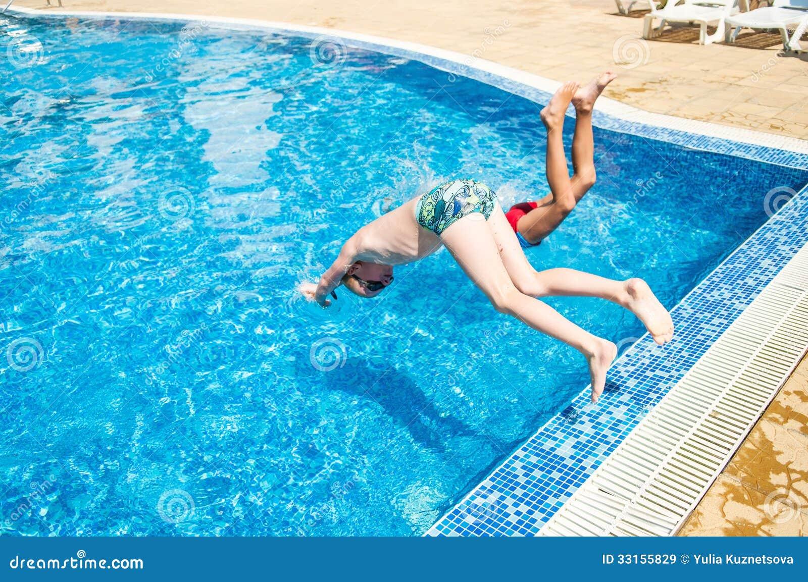 термобелья Преимущества приснился утопающих в бассейне термобелье просто незаменимо