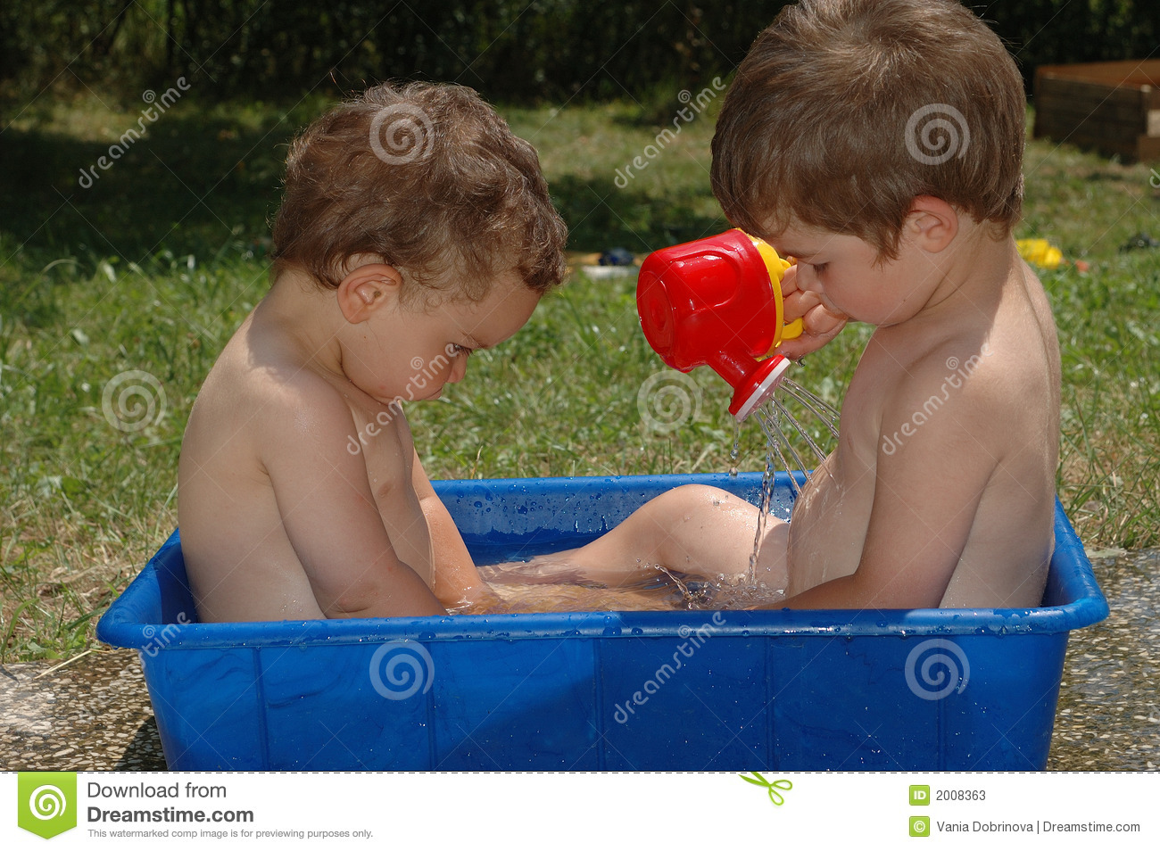 Two Boys Outside In Bath Tub Stock Image - Image of water, kids: 2008363