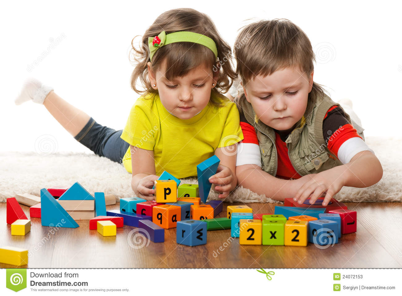 Toys For Preschoolers And Kindergarteners 3 5 : Two children are playing on the floor stock image