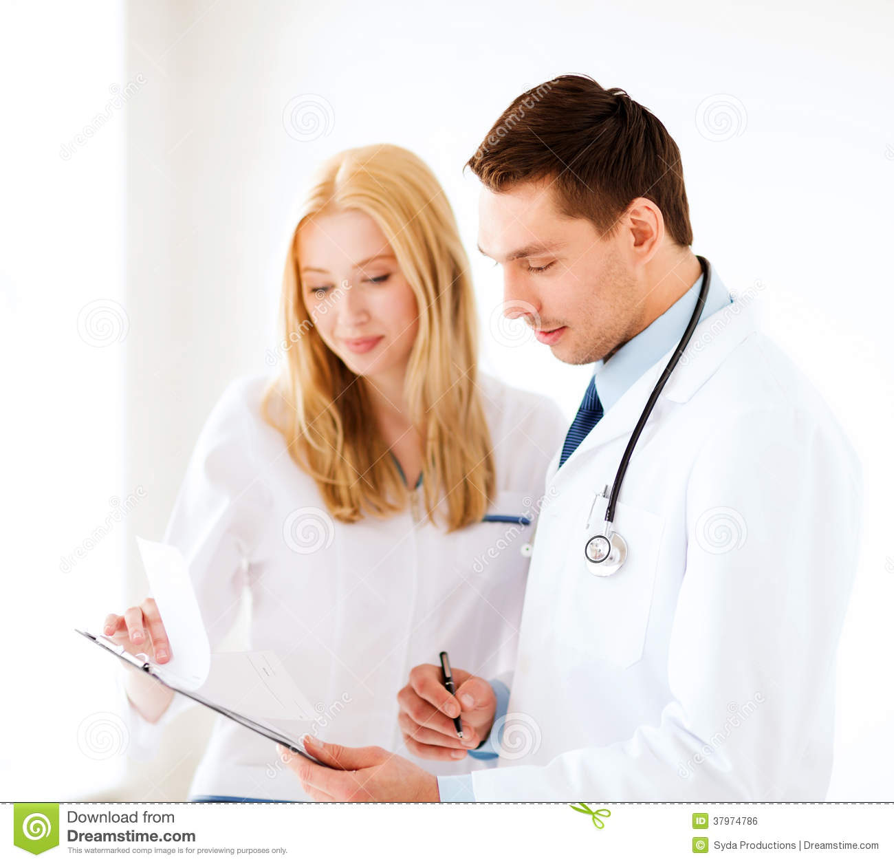 a description of pediatricians as physicians who specializes in the care of young people Internal medicine physicians are specialists who apply scientific knowledge and clinical expertise to the diagnosis, treatment, and compassionate care of adults across the spectrum from health to complex illness.