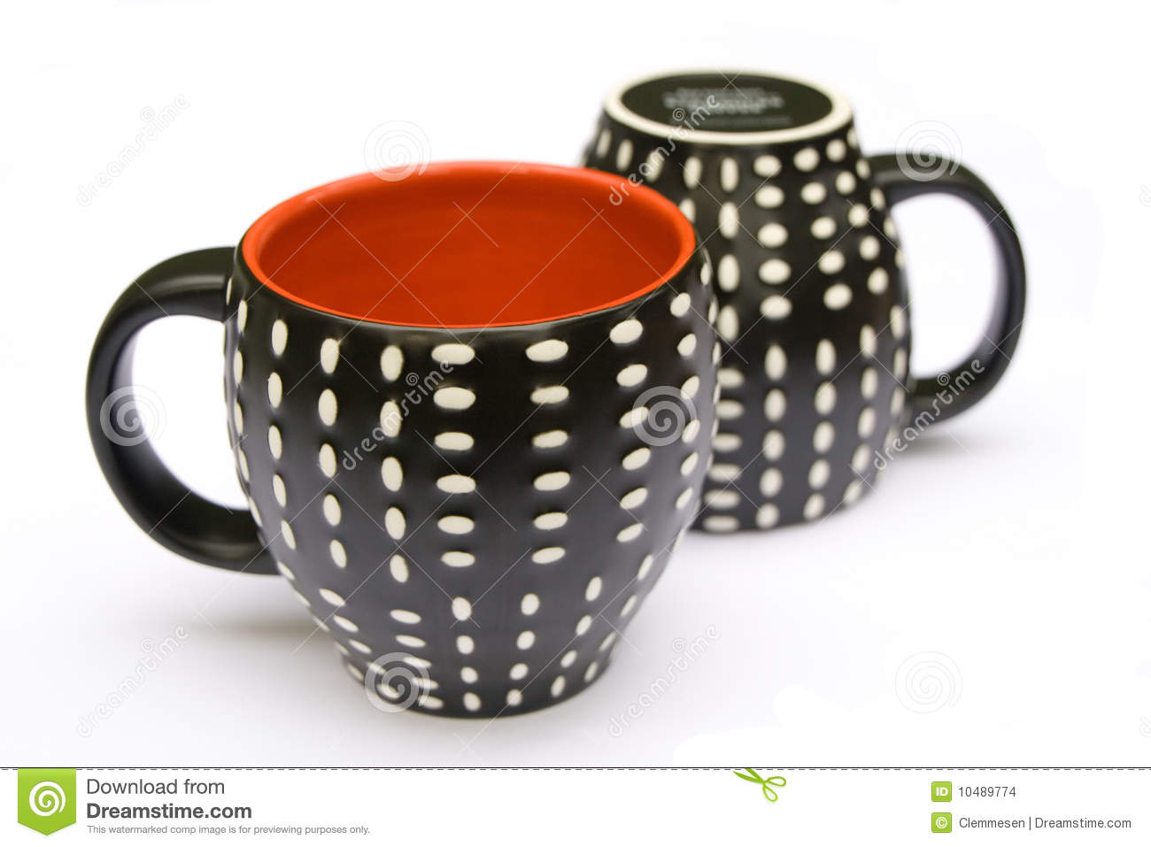 Two dotted coffee mugs