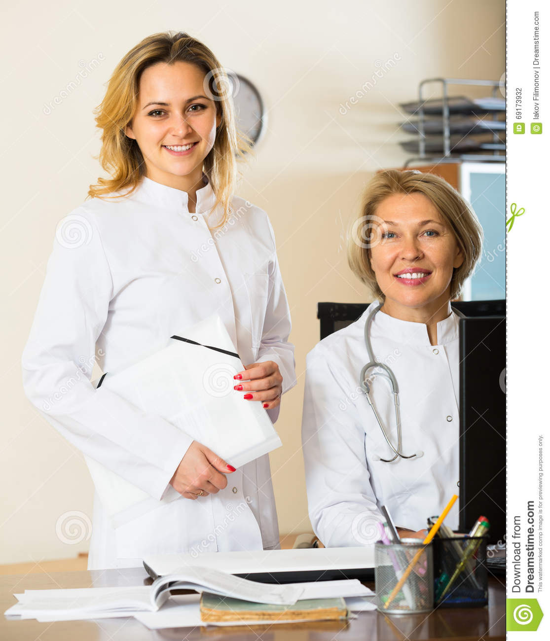 managing professionals working with physicians This list describes the health professionals that might be part of your care   manage illness and disease, usually working closely with a doctor.