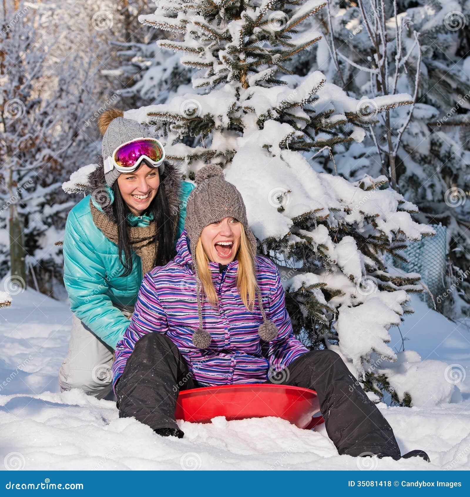 Фото подружек зимой 12 фотография