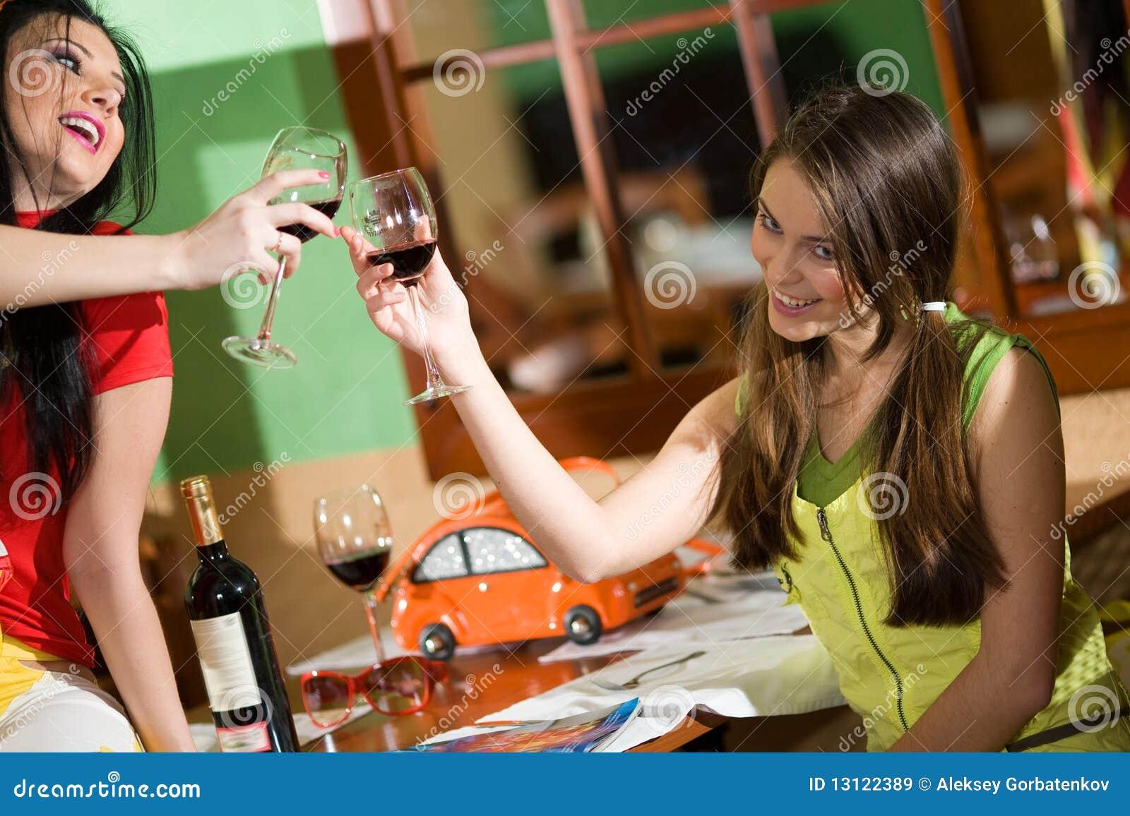 Фото с выпивающими подругами 11 фотография
