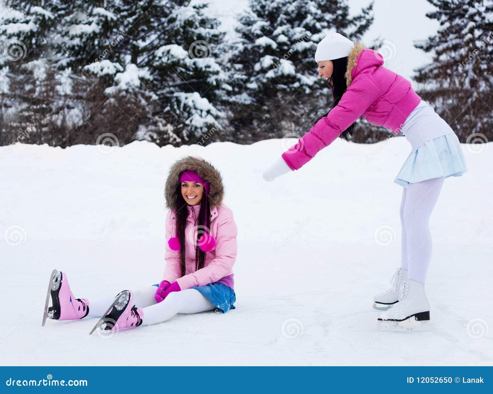 Фото подружек зимой 21 фотография