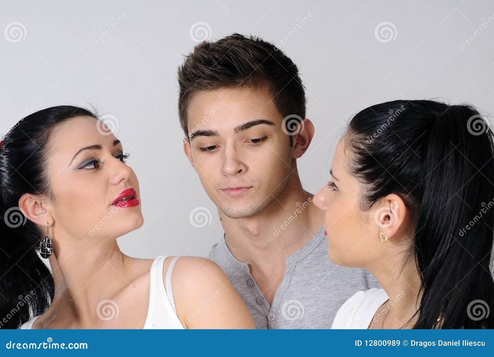 один парень и трое девок: