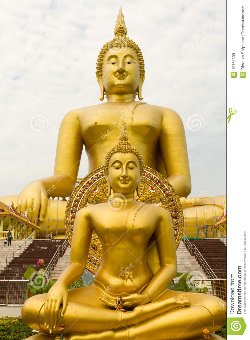 Two golden buddha