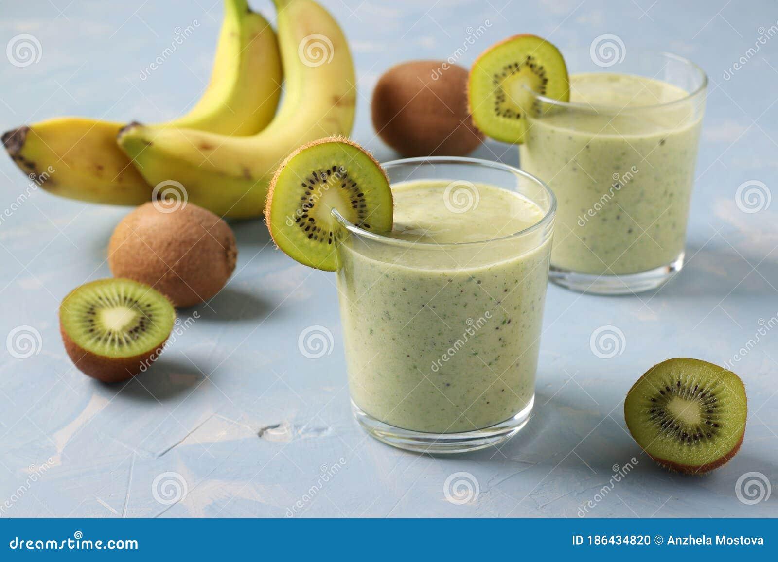 5 smoothie-uri cu kiwi pe care merită să le încerci - Doza de Sănătate