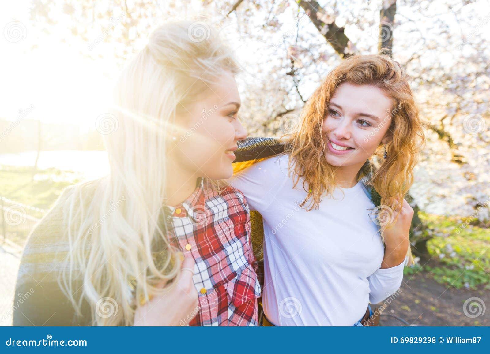 Zwei lesbische Mädchen — bild 2
