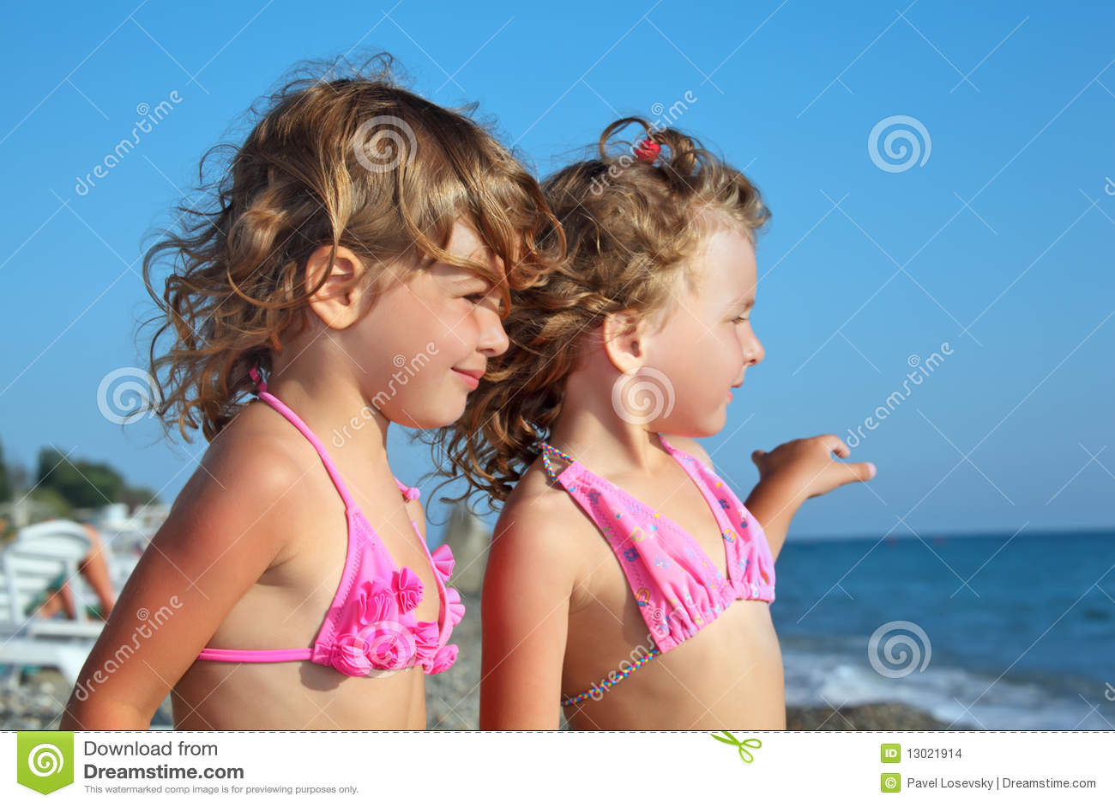 Фото маленькие девочки в стрингах 10 фотография