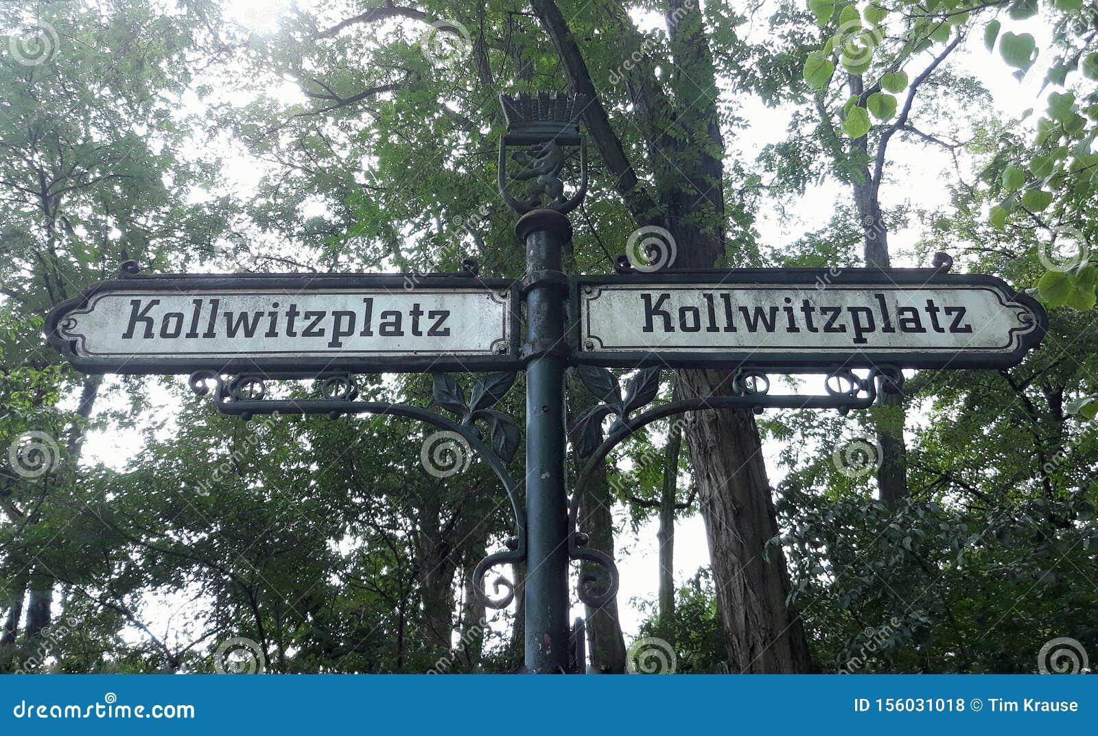 Two old street signs to the Kollwitzplatz.