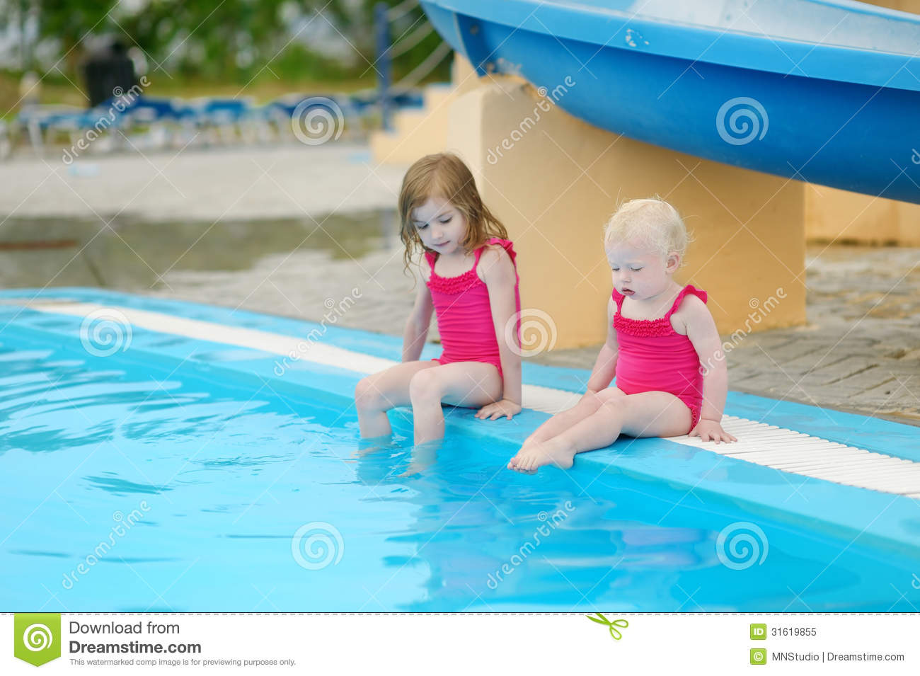 young sister swimming response We're so uptight in this country about nudity,  if your daughter ever goes to a swimming pool,  when her sister wasn\x92t there,.