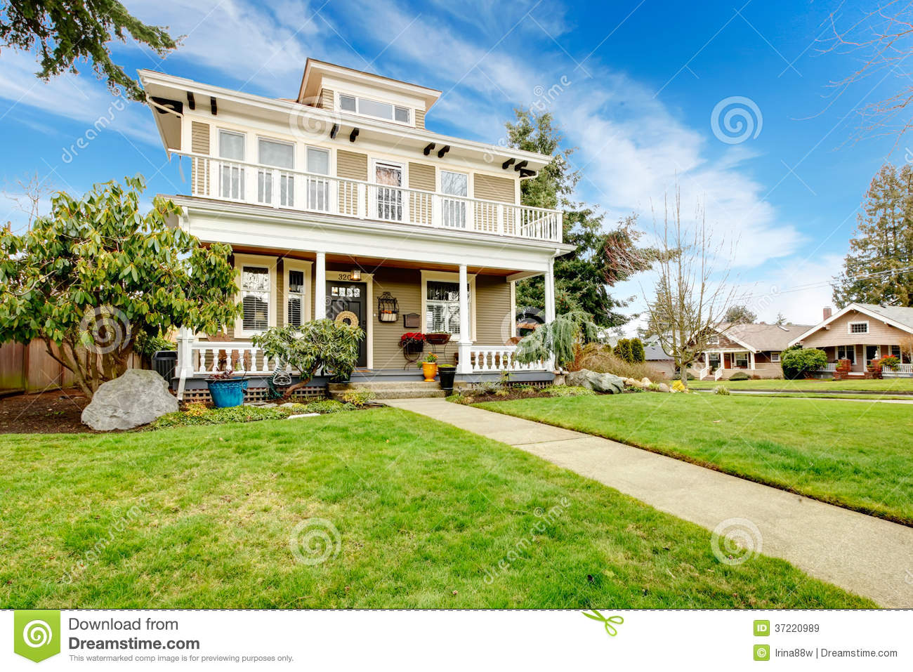 Two story american house with white column porch royalty for 2 story porch columns