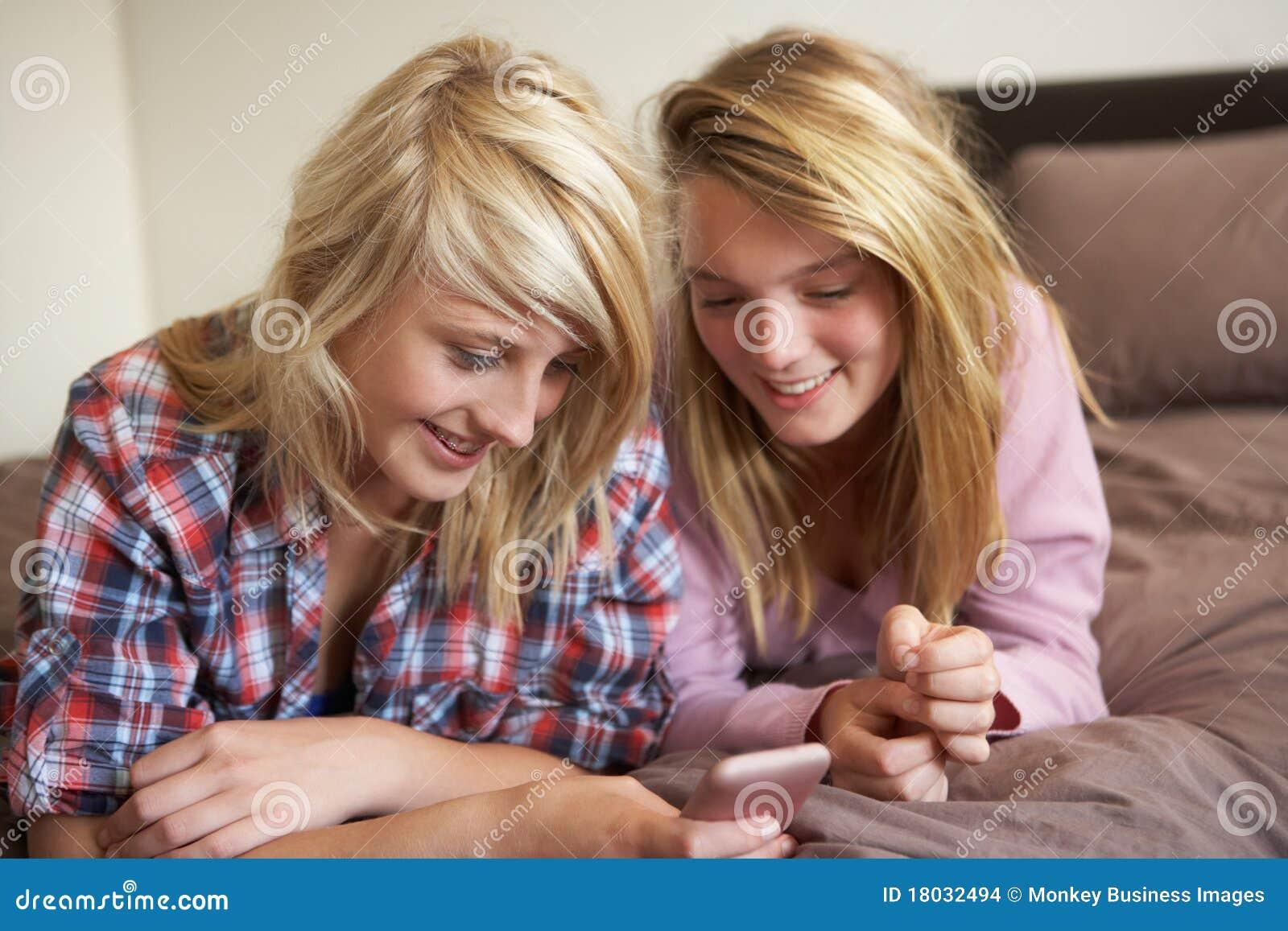 Фото две подружки в сперме, Фото сочных дырок подруги в сперме - Частные фото 26 фотография