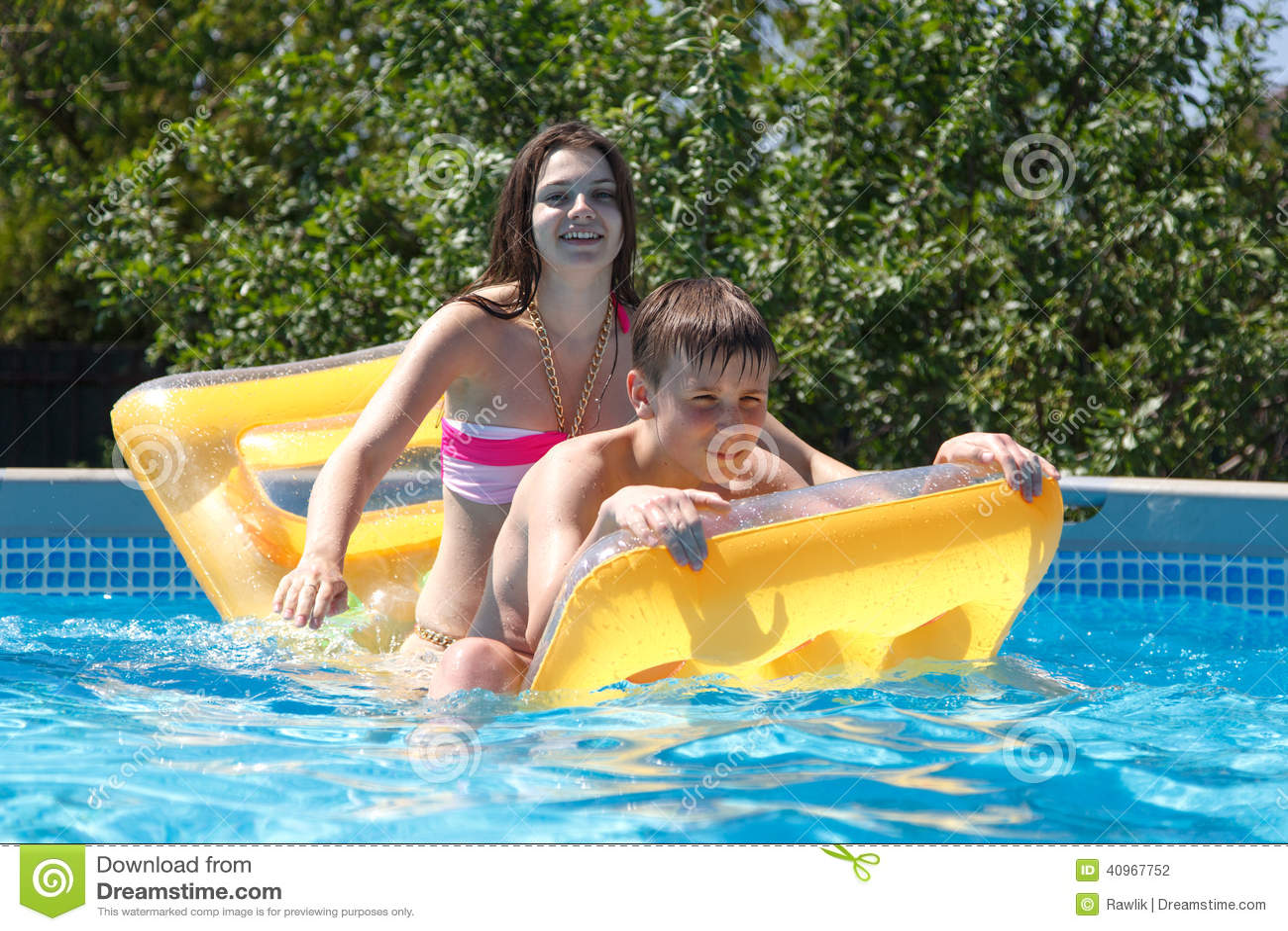 Сестра с братом купаются фото, Брат трахнул сестрицу в попку и другие порно фото 1 фотография