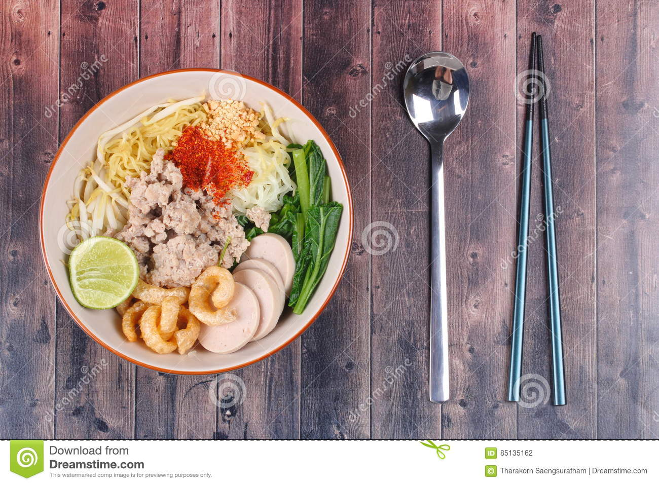 Two tone noodle ,white and yellow, with tom yum.