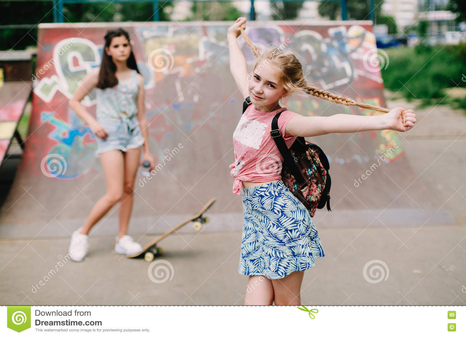 free-urban-teens-posturing