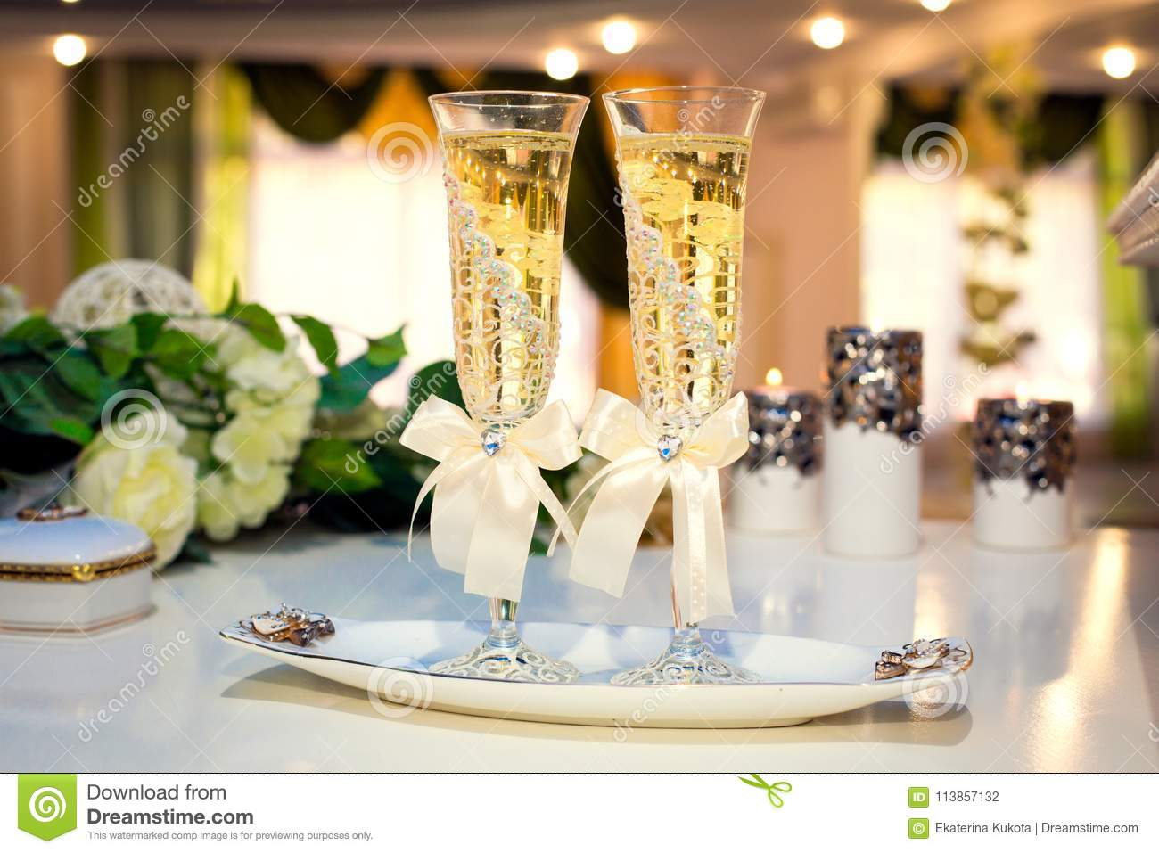 Wedding Champagne Flutes Decorated