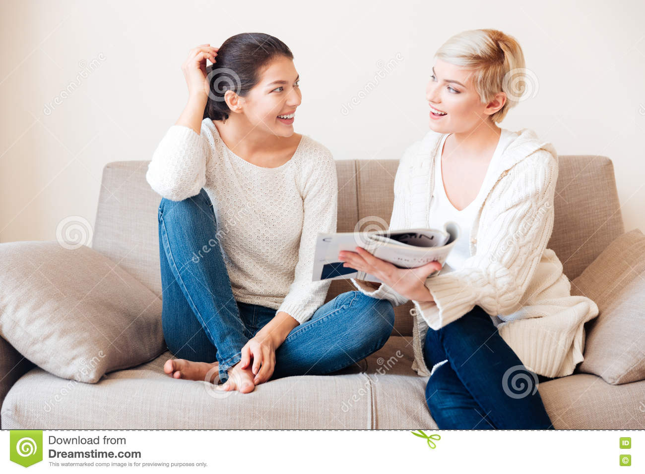 Two women reading magazine on the sofa stock photo image for Sofa zeichnung