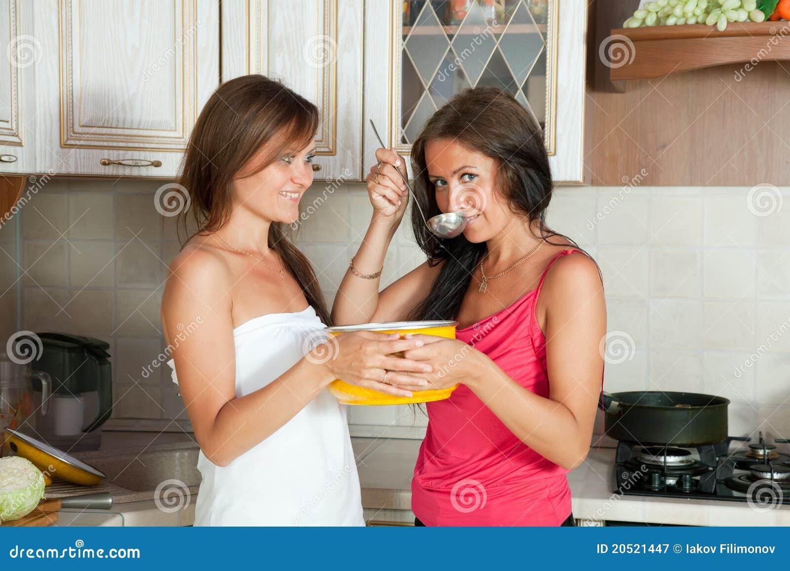 Фото две подружки в сперме, Фото сочных дырок подруги в сперме - Частные фото 27 фотография