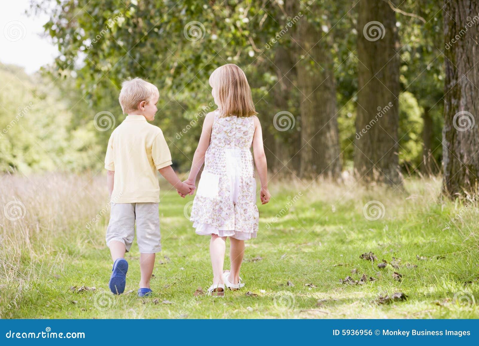 С сестрой в лесу 14 фотография