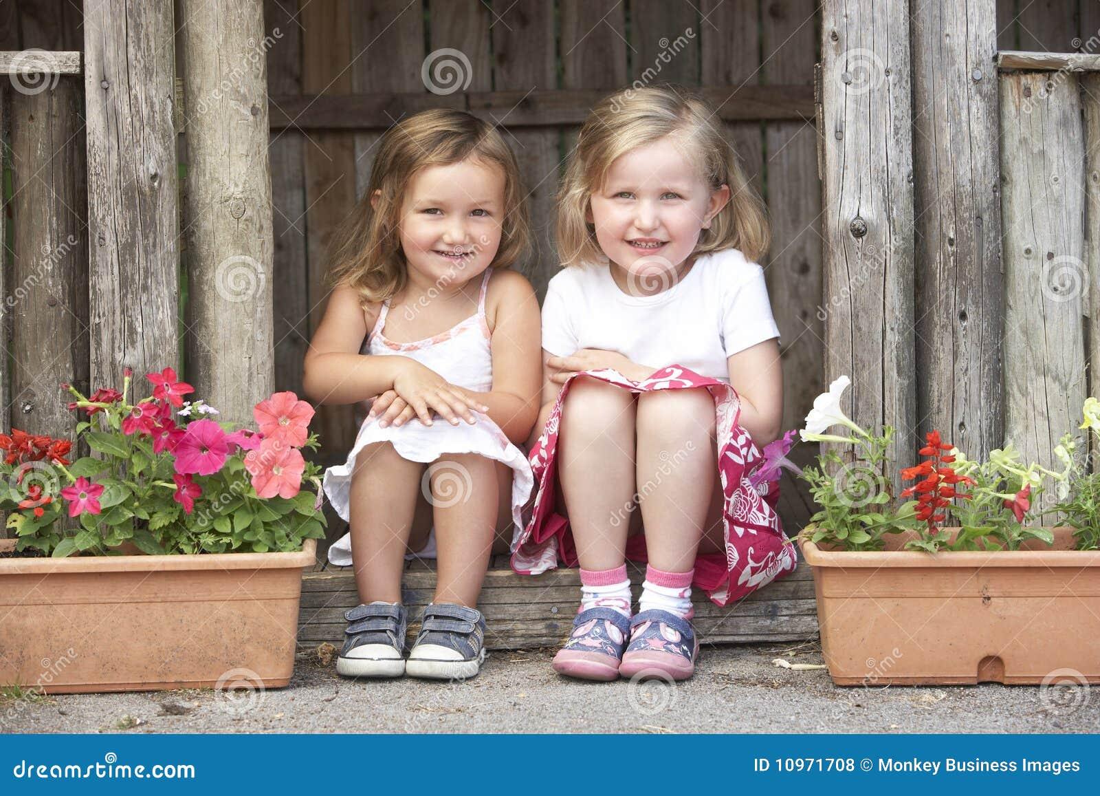 фото юних девочек в дома