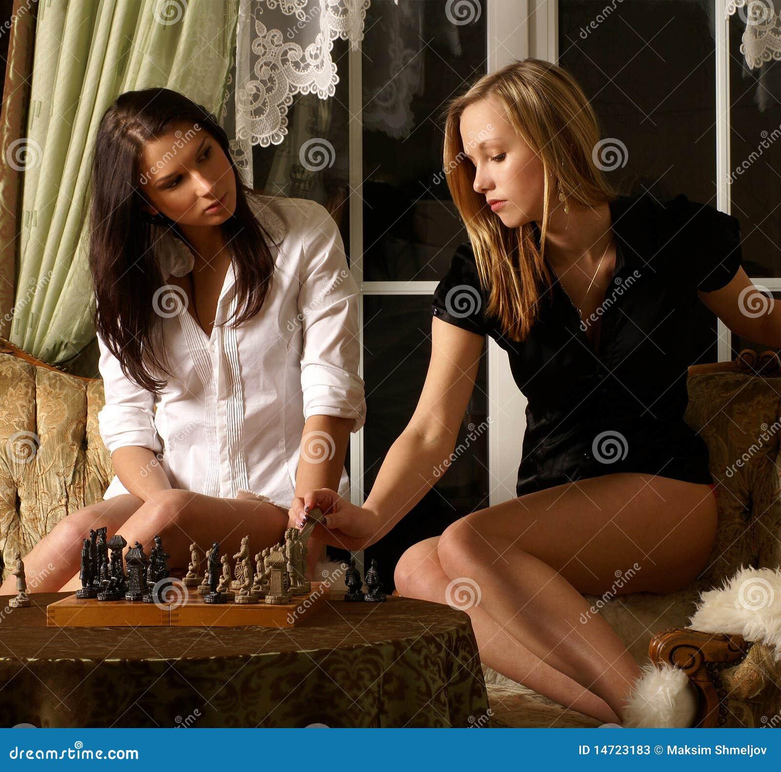 Сексуальная девушка играет в игры 17 фотография