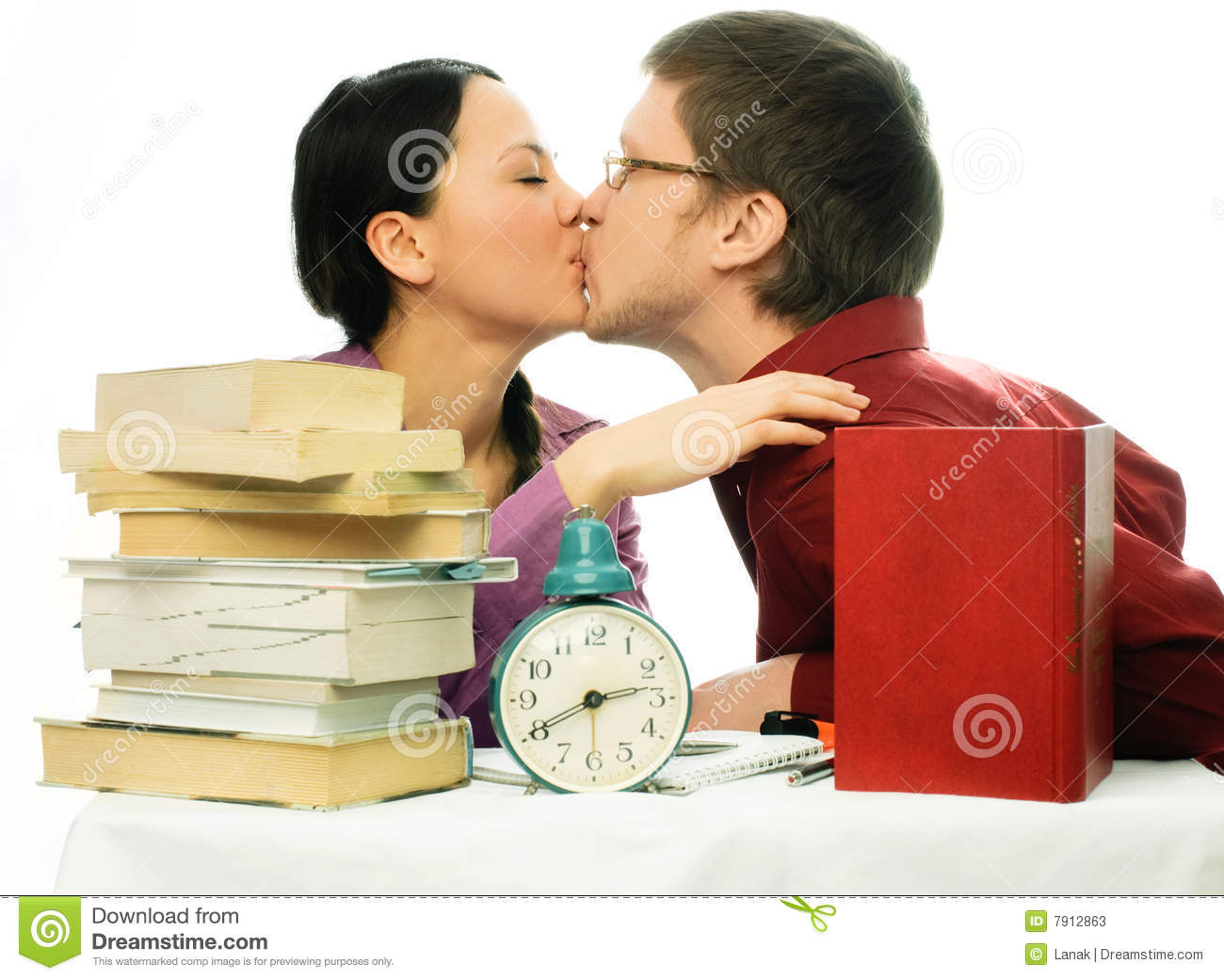 Hugging a man: dream book. Kissing in a dream with a man 81