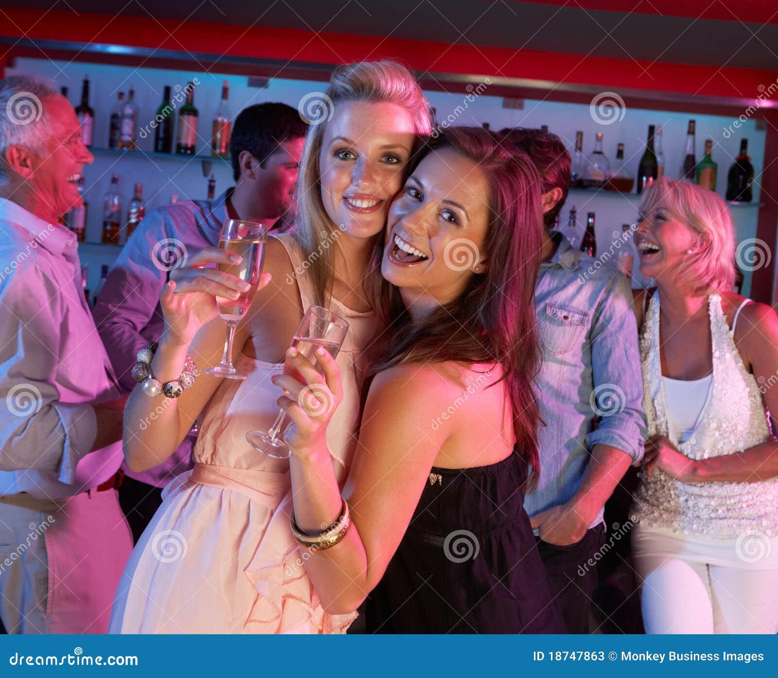 С женой в ночном клубе 7 фотография