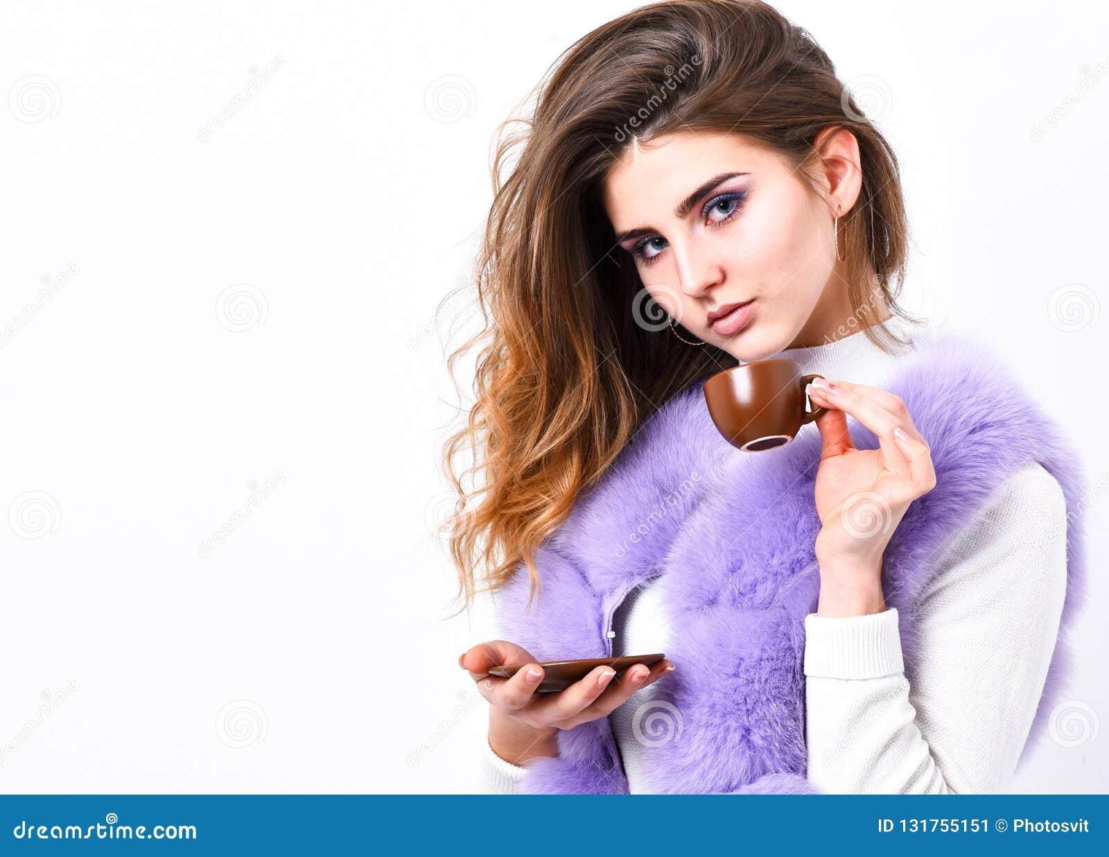Tyck om arom och smaka varmt kaffe Elitdrink med koffein Elitkaffebegrepp Lag för päls för kvinnamakeupkläder lyxigt