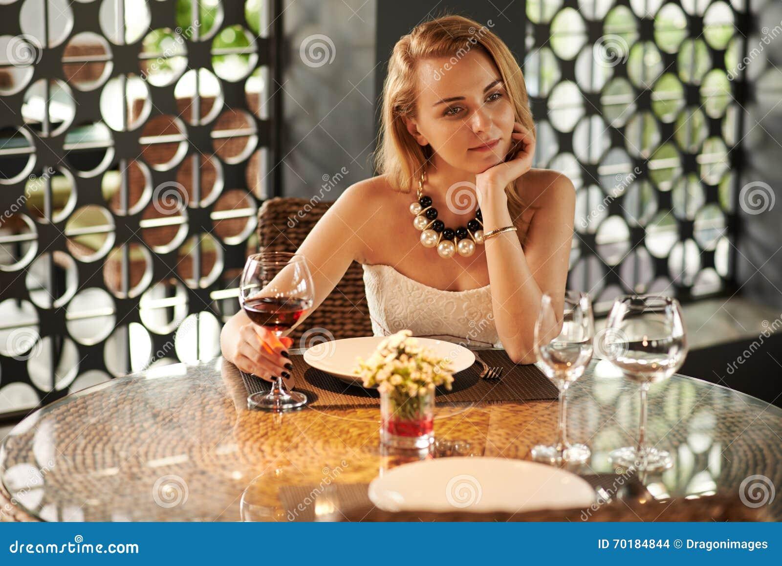 Tycka om exponeringsglas av vin
