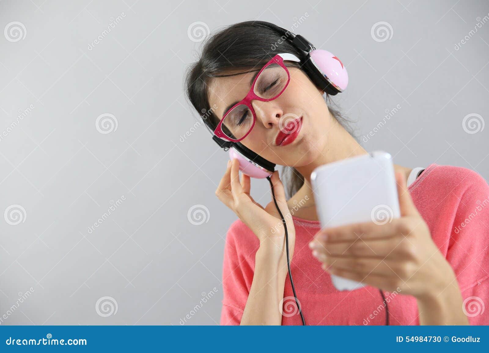 Tycka om lyssnande musik till kvinnabarn