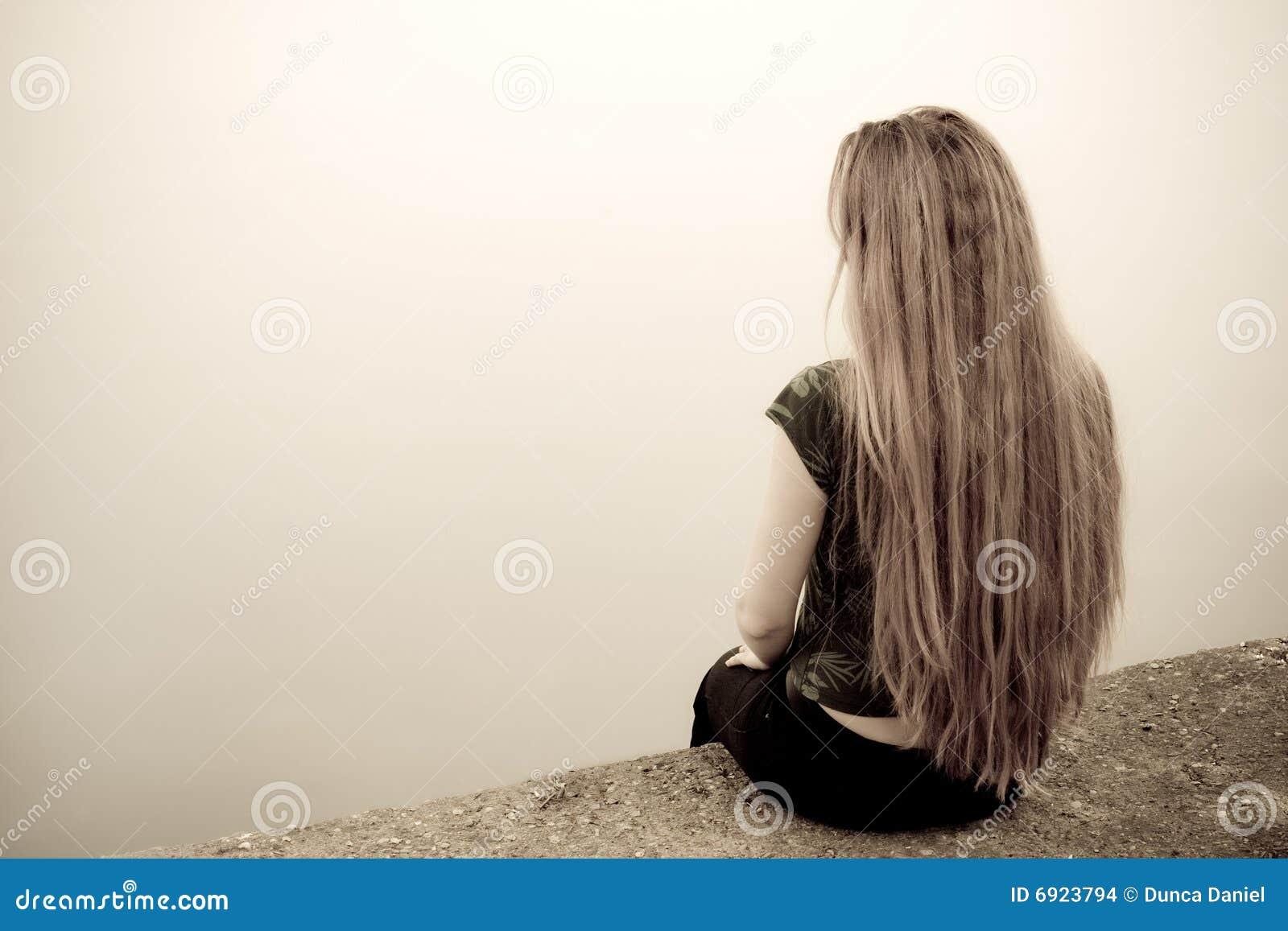Tylnego pojęcia przygnębiona smutna samobójstwa kobieta