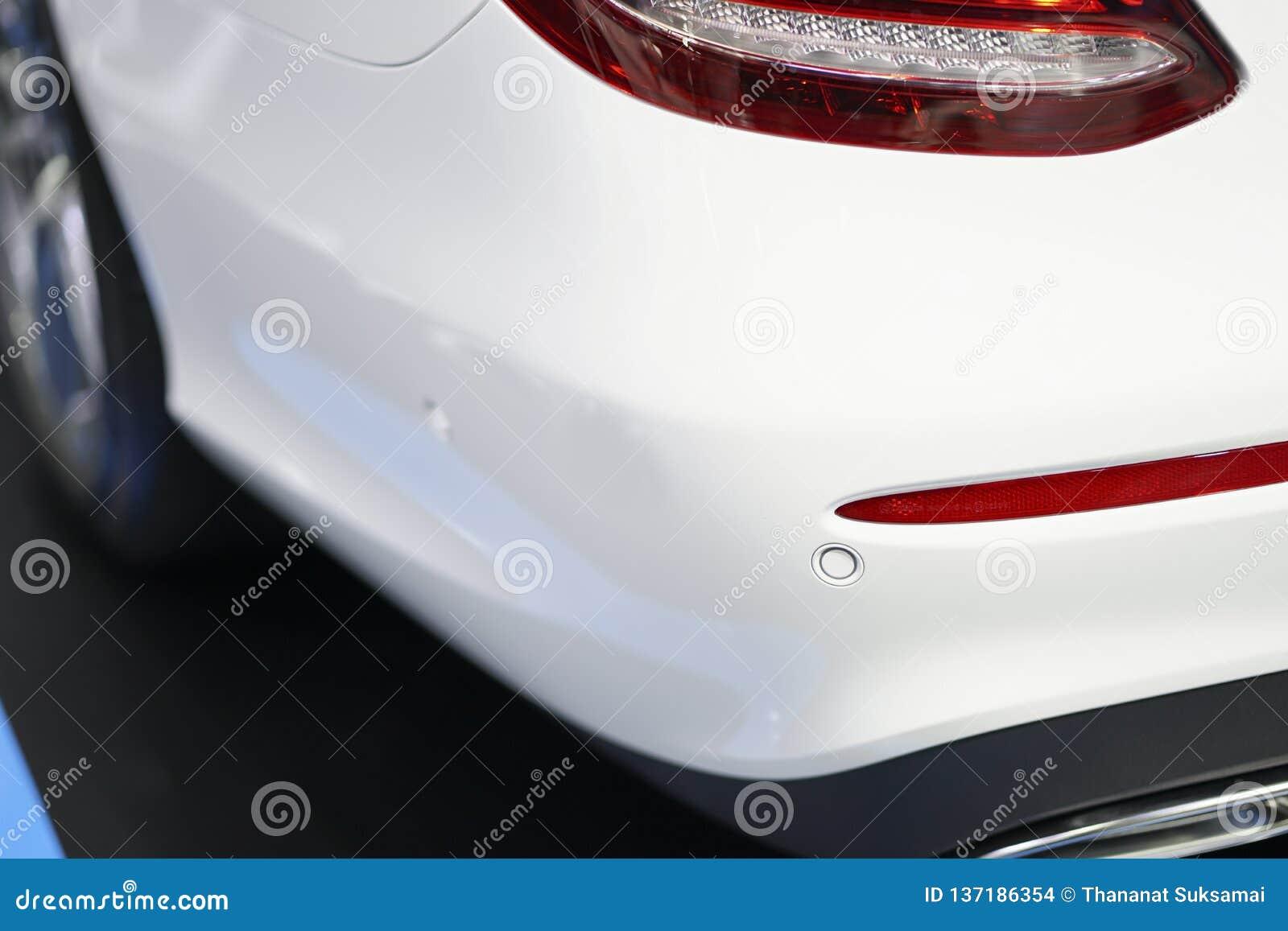 Tylni parking czujnik na samochodzie