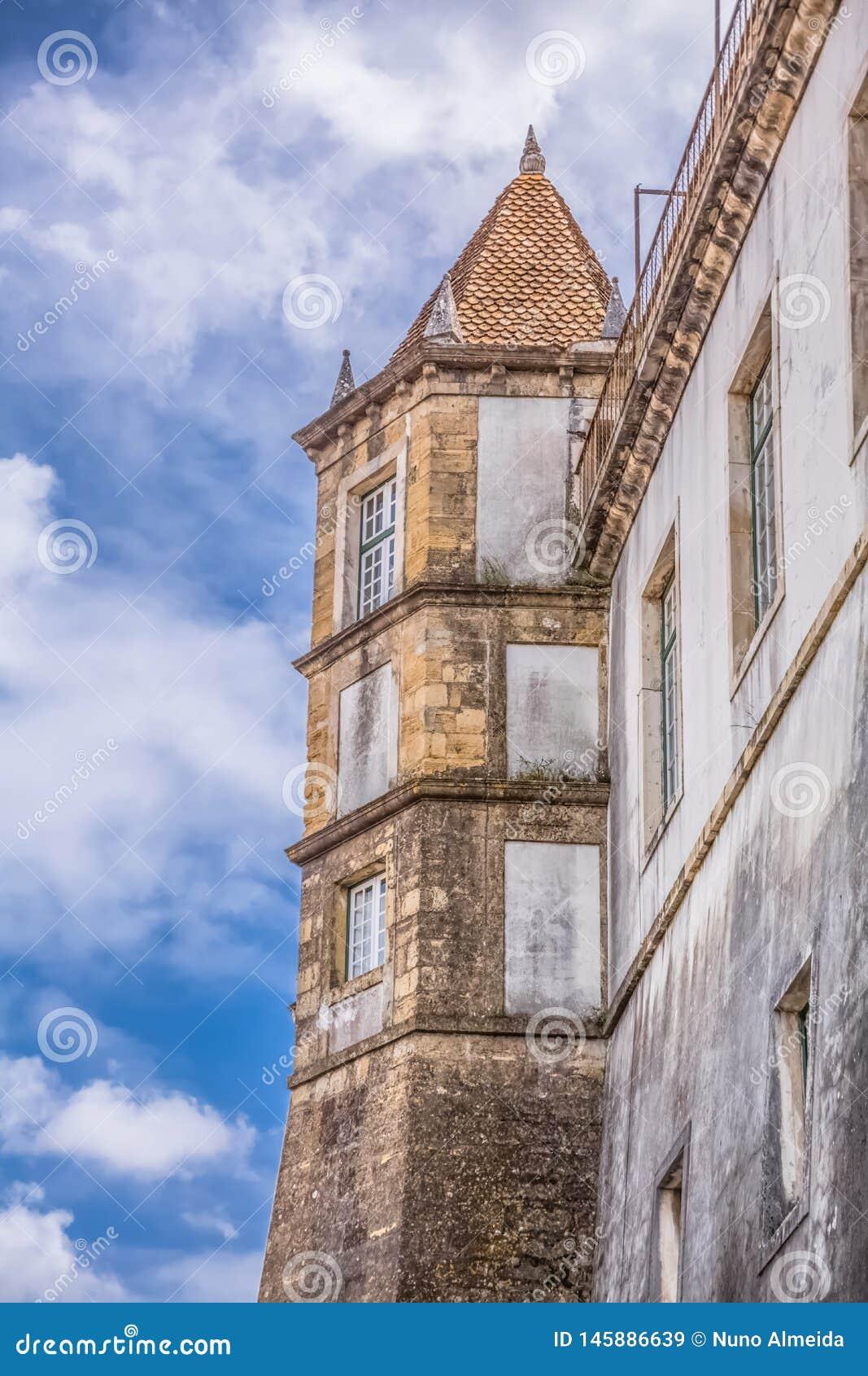 Tylni widok budynek Royal Palace &-x22; Paço real&-x22; z wierza, należy uniwersytet Coimbra, Portugalia
