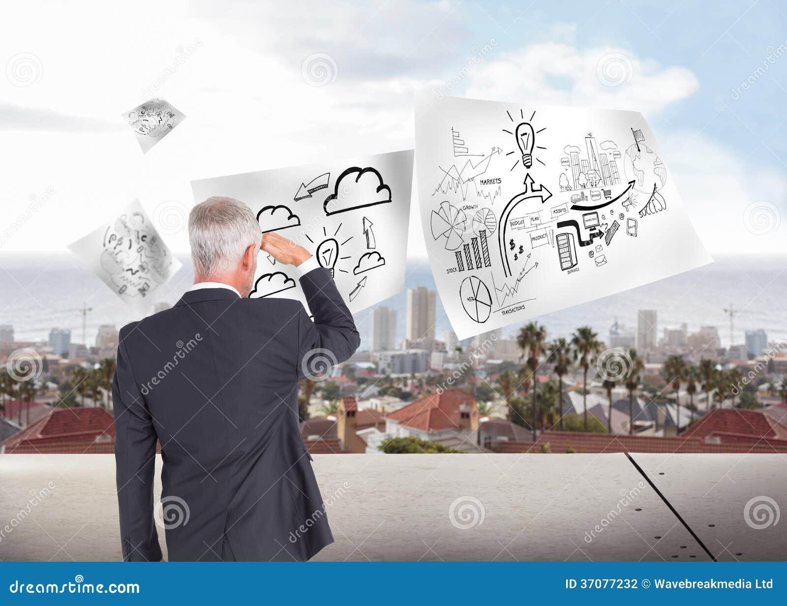 Download Tylni Widok Patrzeje Daleko Od Dojrzały Biznesmen Zdjęcie Stock - Obraz złożonej z digitise, żarówka: 37077232