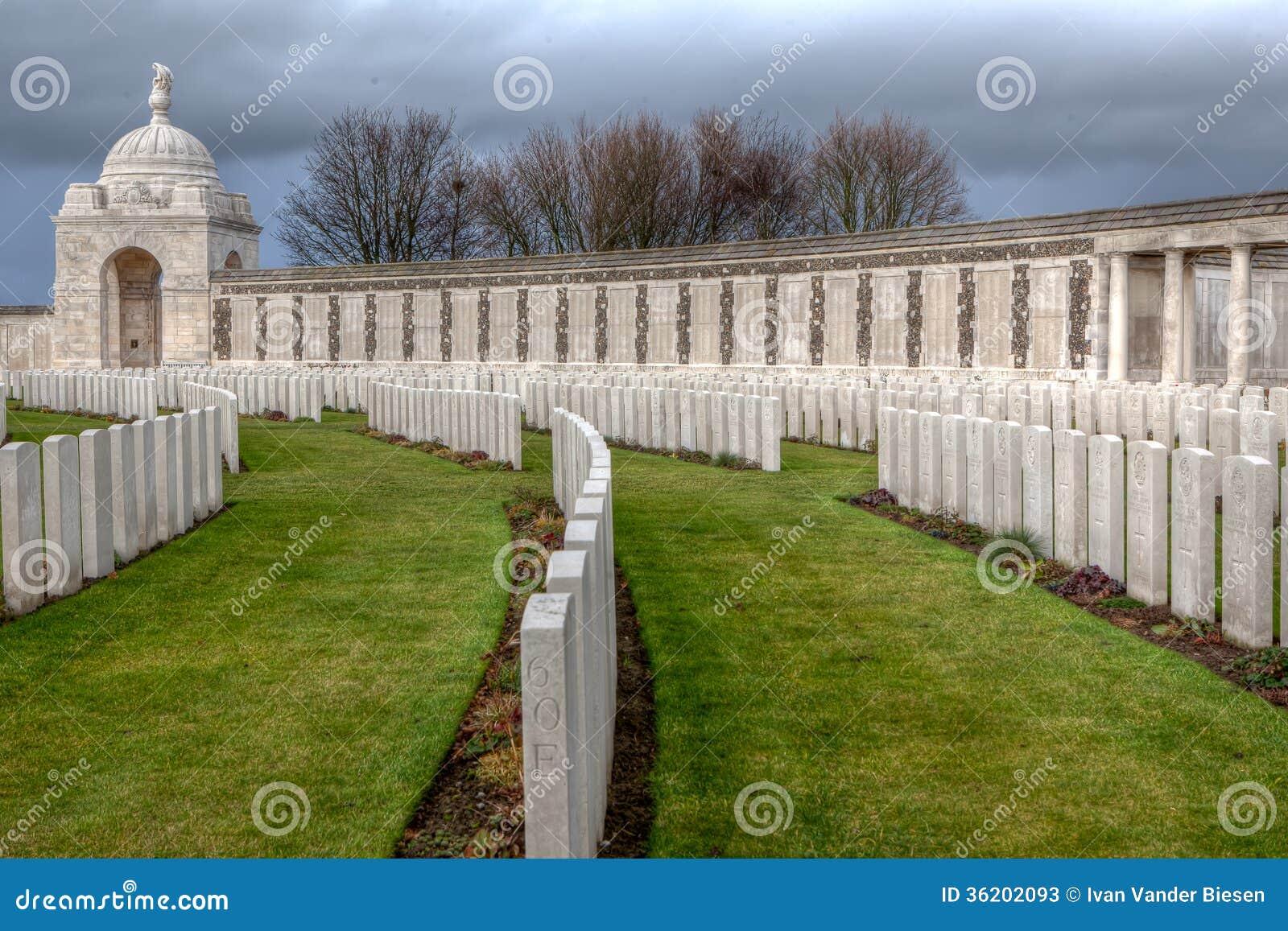 Tyne Cot Cemetery em campos de Flanders