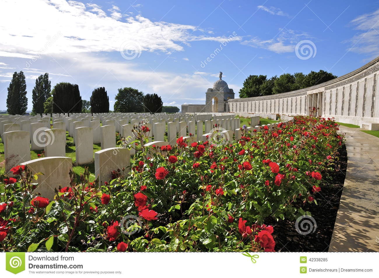 Tyne Cot Commonwealth Cemetery e memorial
