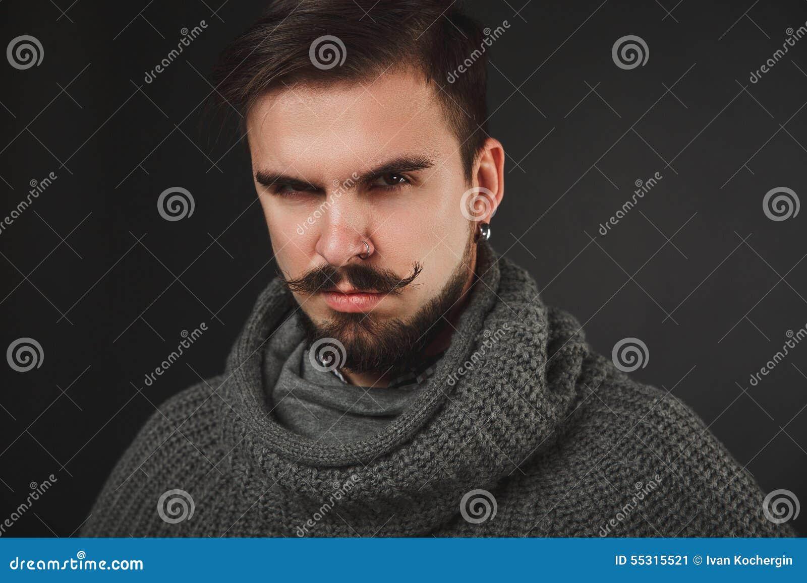 type beau avec la barbe dans le pull de laine photo stock image 55315521. Black Bedroom Furniture Sets. Home Design Ideas