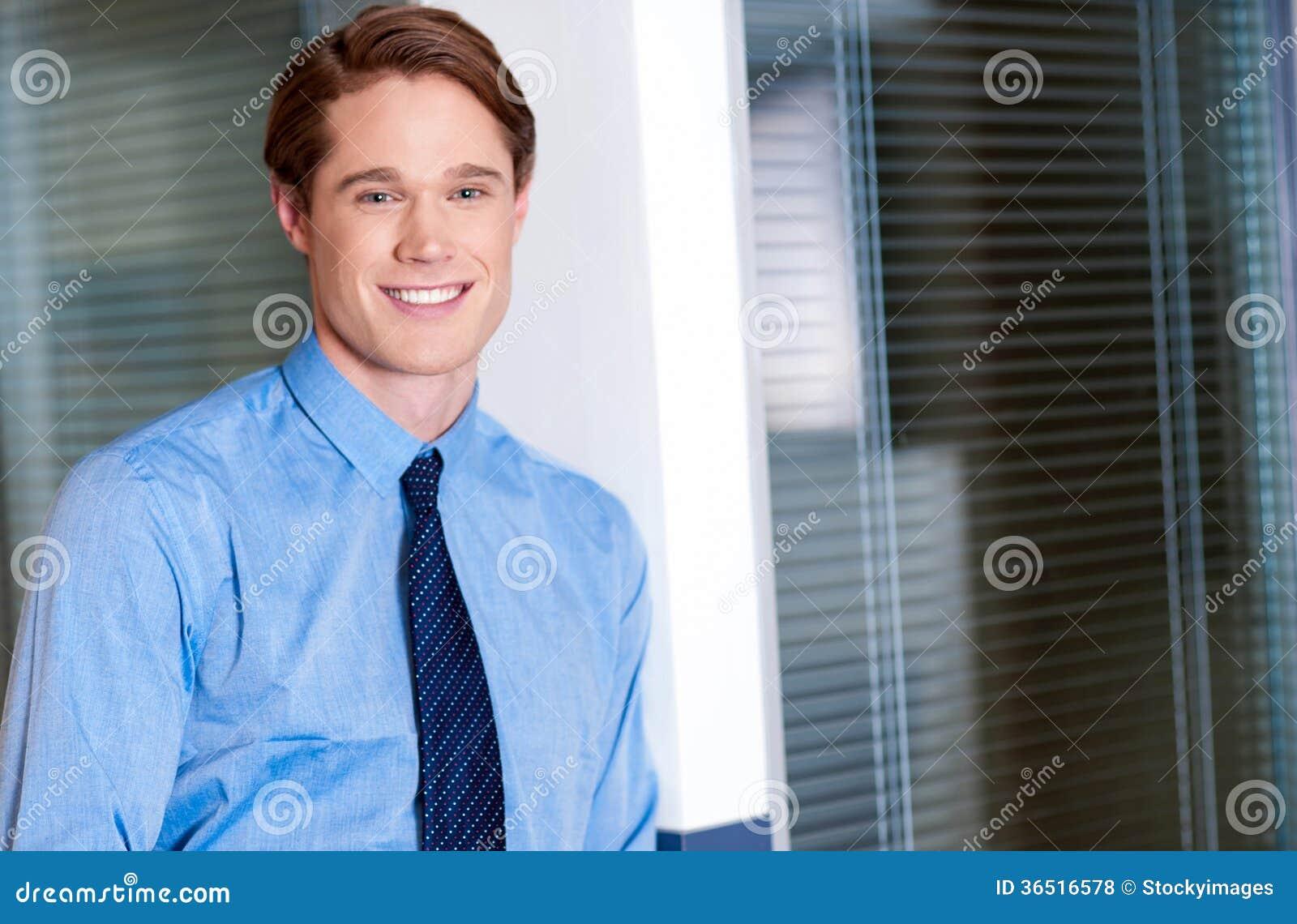 Type d entreprise décontracté de sourire de jeunes