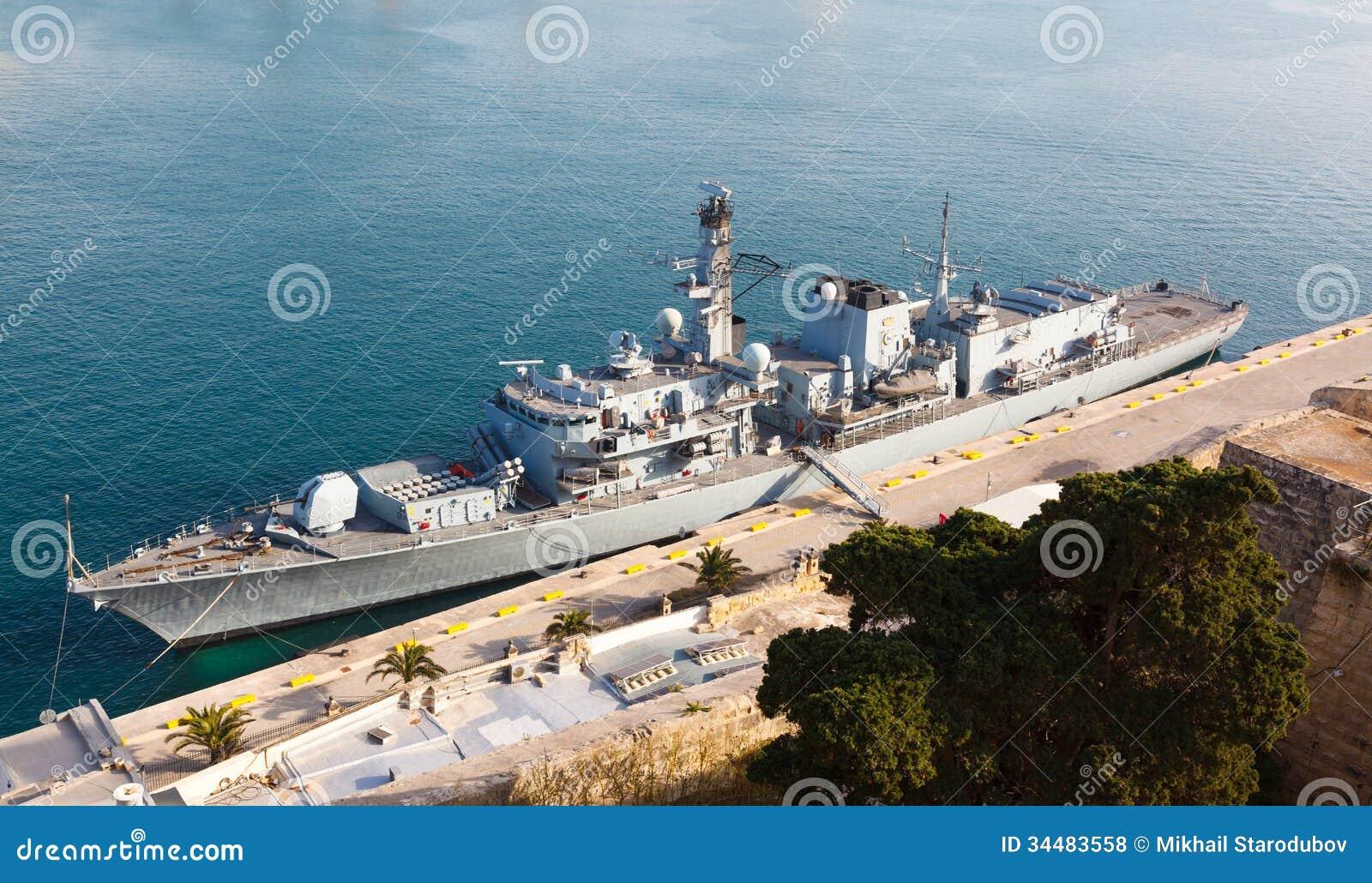 Type 23 fregat in de Grote Haven van Malta