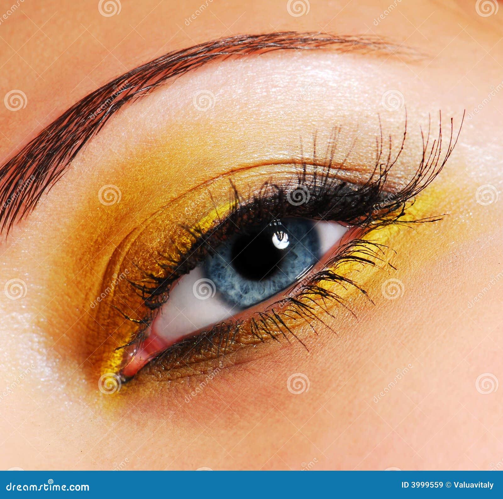 Type jaune cérémonieux